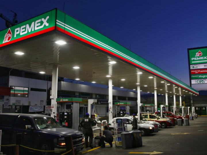 AMLO presenta plan para fortalecer a Pemex; no se contratará deuda nueva