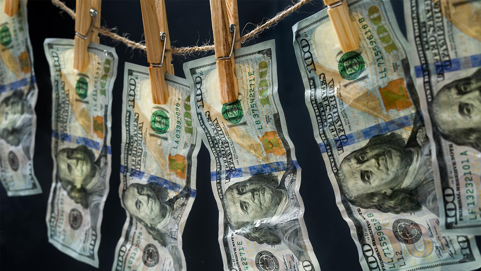 Revelan lavado de dinero a escala global en 'megabancos'.